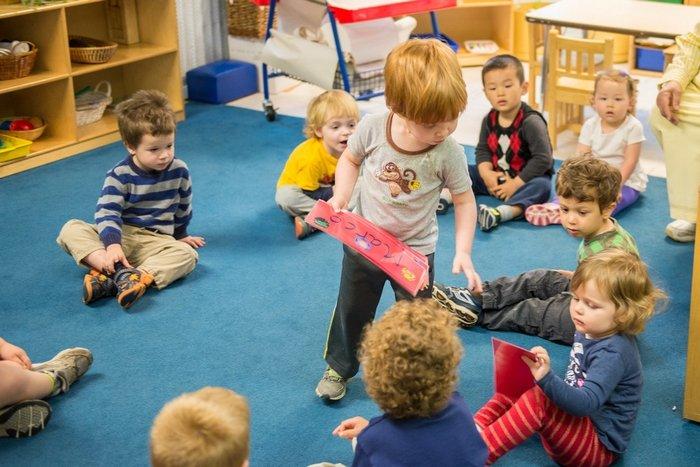 Tâm lý trẻ 2 tuổi bắt đầu đi học