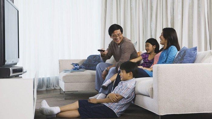 Bố mẹ nên xem cùng con, kể cả chương trình quảng cáo.