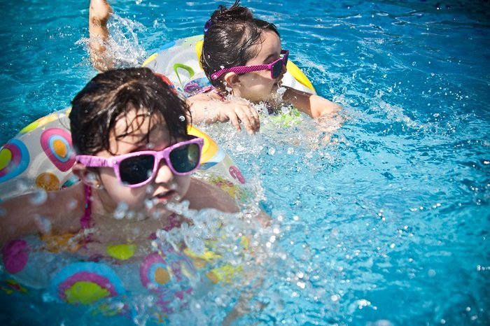 Tập bơi tốt cho trẻ tăng động.