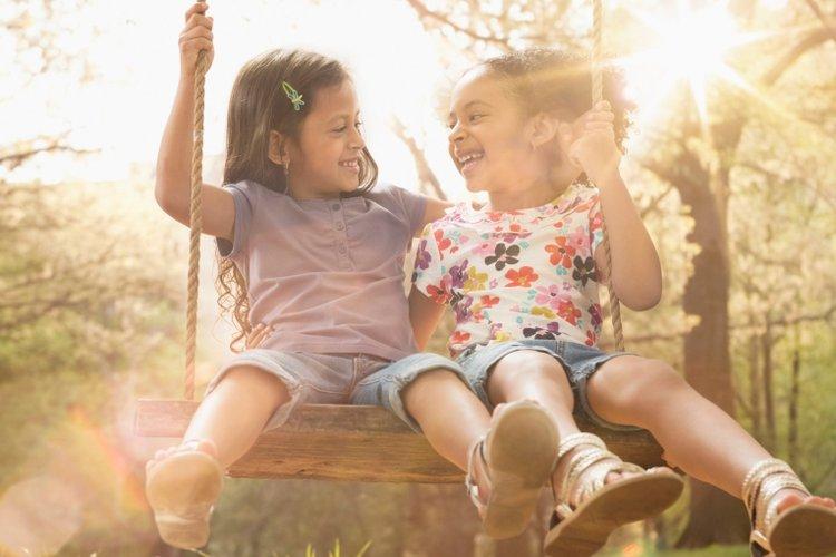 điểm mạnh của trẻ trong giao tiếp được thể hiện qua sự hoạt ngôn và sử dụng linh hoạt ngôn ngữ