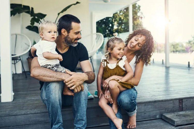 bố mẹ thống nhất cách dạy con và quy tắc trong gia đình để tránh trẻ ăn vạ về sau
