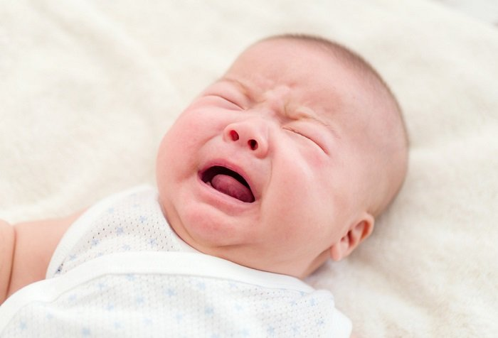 trẻ sơ sinh quấy khóc