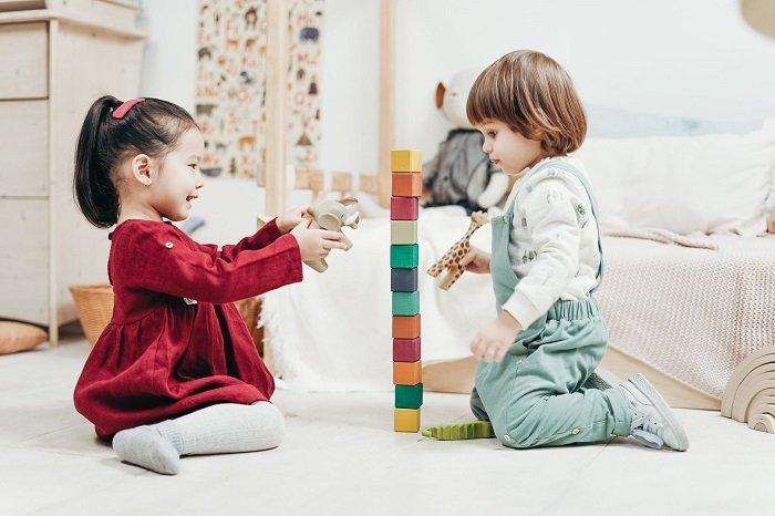 Em bé nghe thấy bạn gọi chơi cùng cho thấy không bị khuyết tật học tập