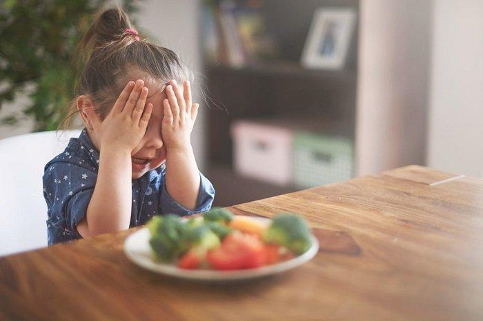 bé lười ăn rau