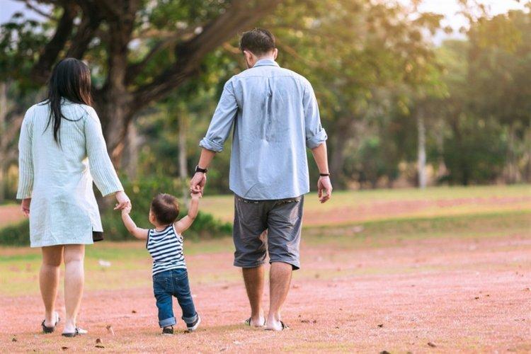 mối quan hệ gắn bó tình cảm giữa bố mẹ và trẻ giúp thúc đẩy sự phát triển của trẻ về mọi mặt