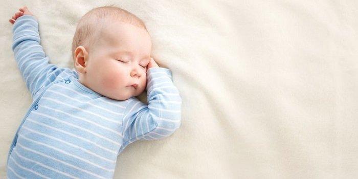 bé sơ sinh chậm tăng cân
