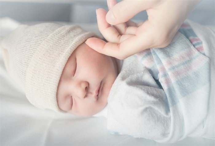 trẻ sơ sinh bị nghẹt mũi thở khò khè