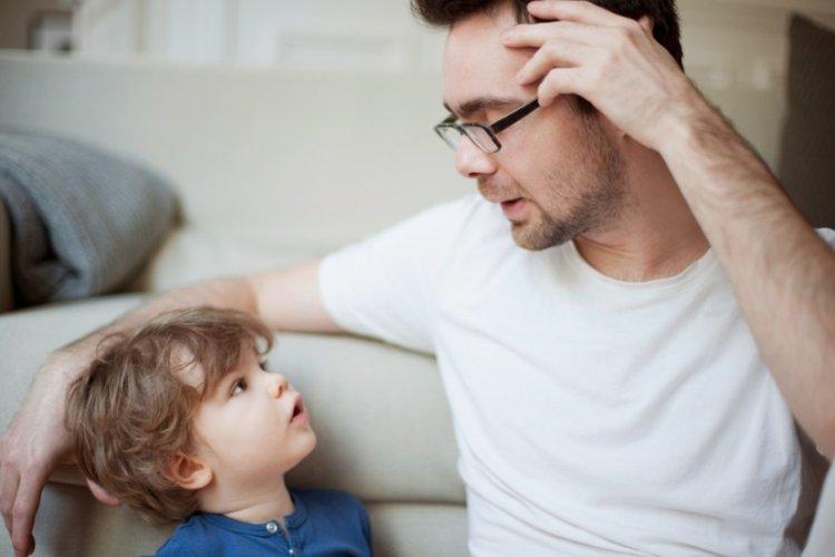 bố dạy con trai tư duy tích cực để giúp trẻ tự tin hơn