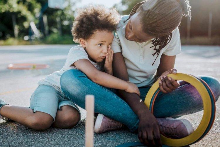 mẹ dạy trẻ tự giải quyết vấn đề để giúp trẻ tự tin hơn