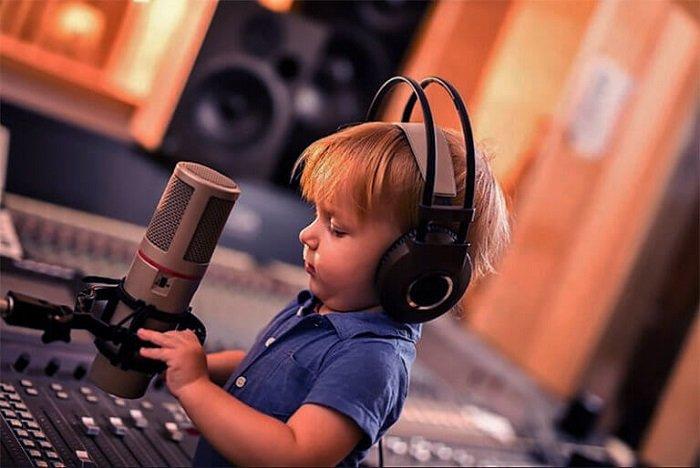 Một trong những cách dạy tư duy logic cho trẻ là cho trẻ nghe nhạc.