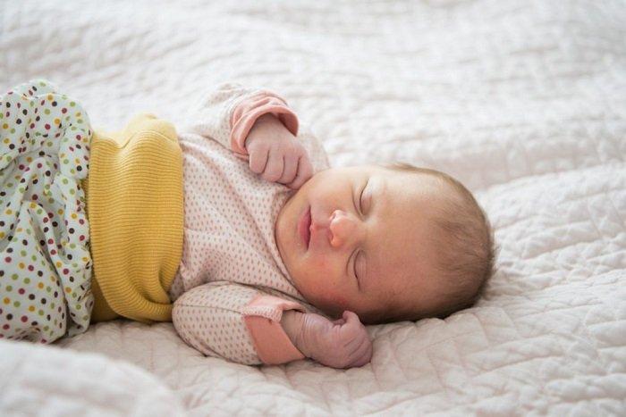 bé sơ sinh ngủ bằng phương pháp luyện ngủ fading