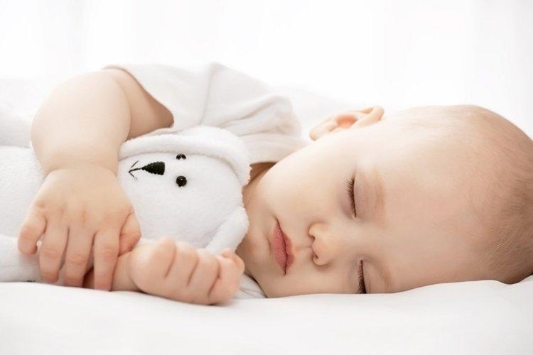 bé ngủ ban ngày 2 giấc ngắn