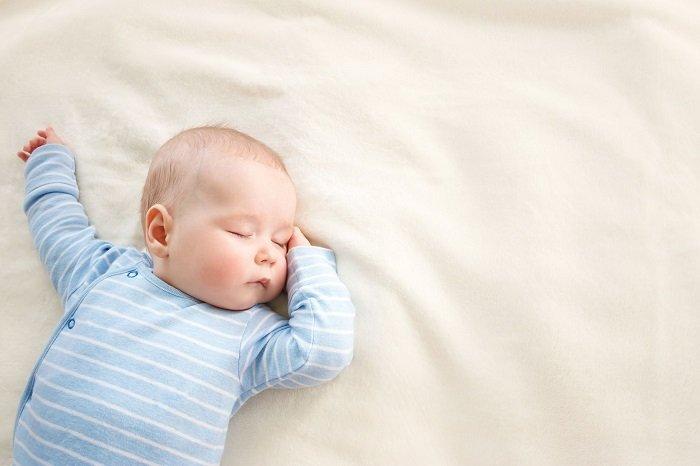 Em bé ngủ ngoan nhờ Phương pháp EASY cho trẻ sơ sinh