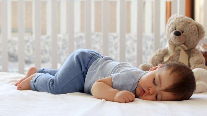 Em bé 7 tháng ngủ say