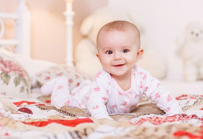 Sự phát triển của bé 5-6 tháng tuổi