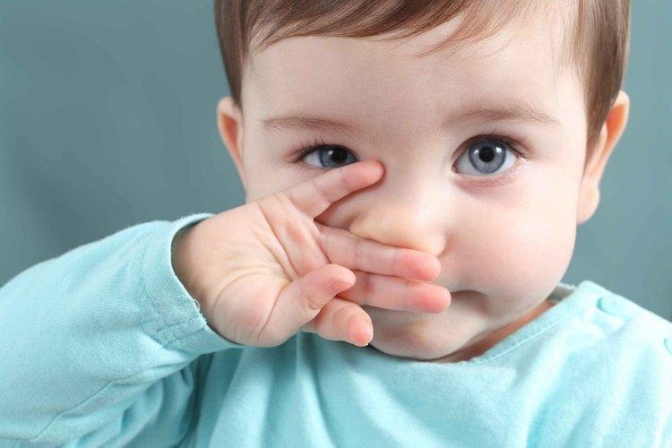 trẻ bị chảy nước mũi do sức đề kháng yếu