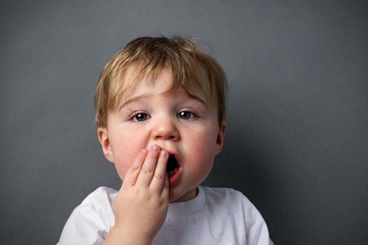 bé bị sâu răng sữa, bé bị đau răng