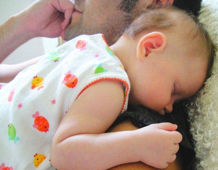Trẻ sơ sinh bị rụng tóc ở thóp