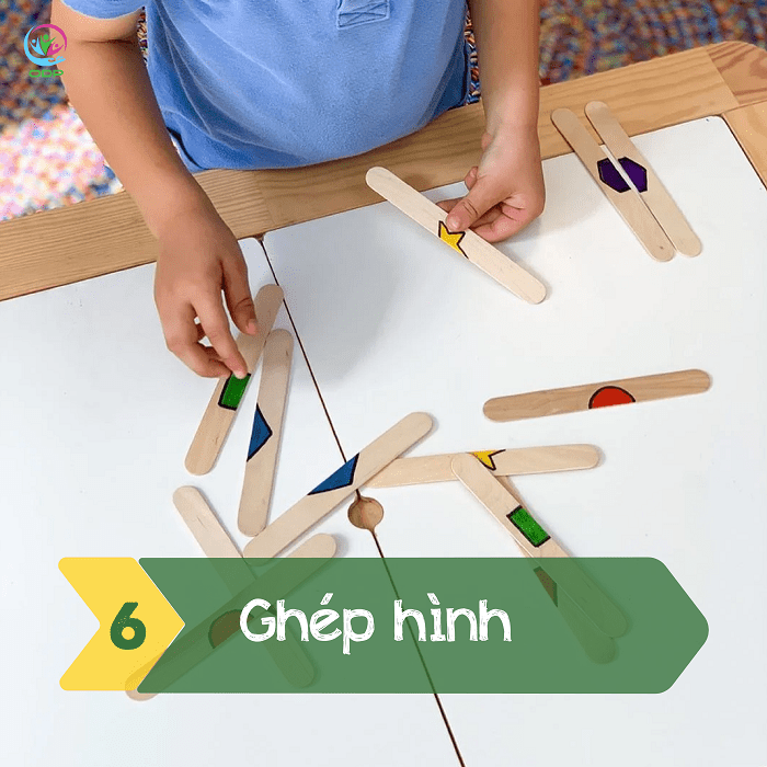 Ghép hình là một trong các trò chơi tại nhà cho bé dễ nhất mà bố mẹ có thể làm.