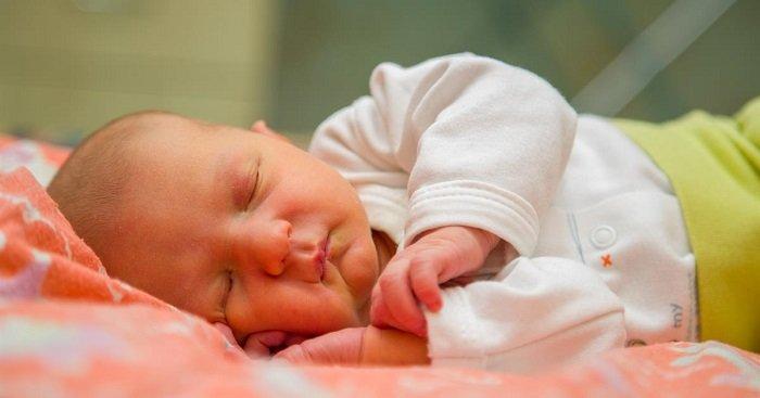 có nhiều cách điều trị vàng da ở trẻ sơ sinh