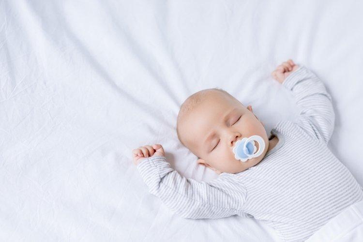 nhiệt độ điều hòa cho trẻ sơ sinh khi được điều chỉnh phù hợp sẽ giúp trẻ ngủ ngon hơn