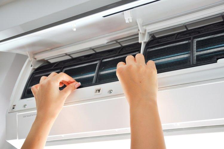vệ sinh điều hòa thường xuyên để ổn định nhiệt độ điều hòa cho trẻ sơ sinh