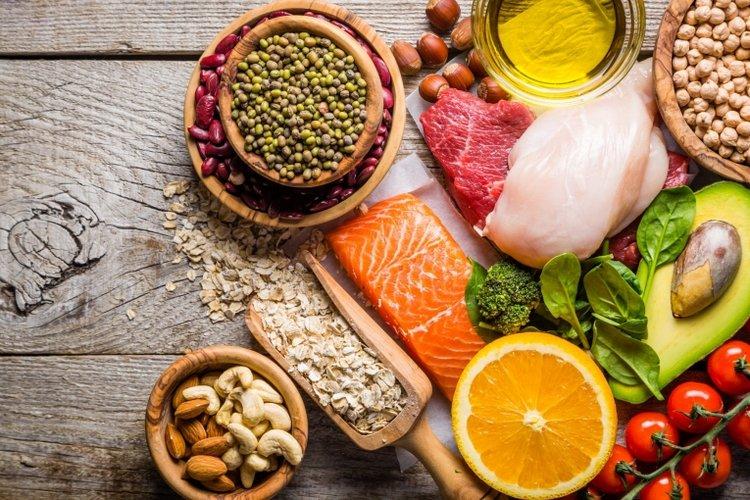 trẻ bị suy dinh dưỡng phải làm sao? Trẻ cần được ăn uống theo chế độ dinh dưỡng khoa học, hợp lý và giàu dinh dưỡng