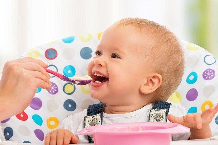 cách cho trẻ ăn dặm lần đầu