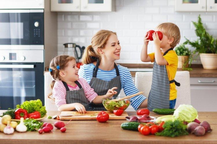 cách chữa táo bón cho trẻ nhỏ chính là điều chỉnh chế độ dinh dưỡng
