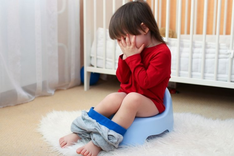 bé bị táo bón nên dùng thuốc chữa táo bón cho trẻ em để dễ nhuận tràng hơn