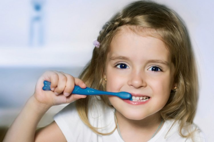 vệ sinh răng miệng cho bé, bé chải răng sạch 2 lần/ngày