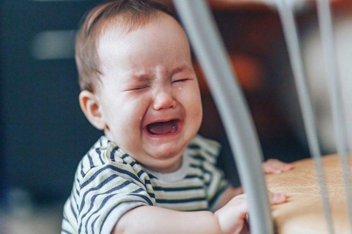 trẻ sơ sinh đau bụng quấy khóc