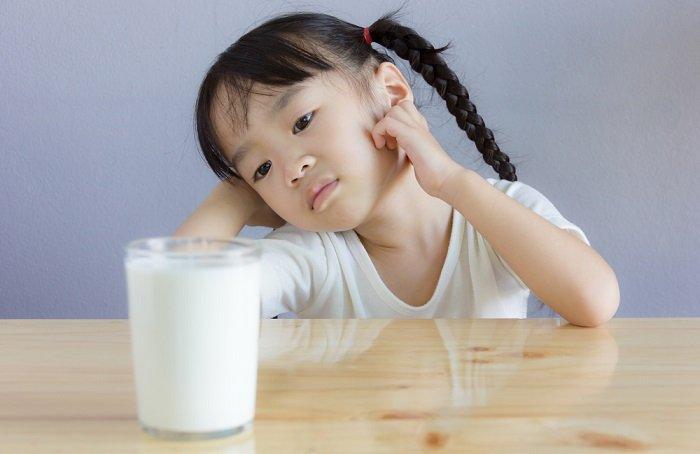 tại sao trẻ bị dị ứng đạm sữa bò