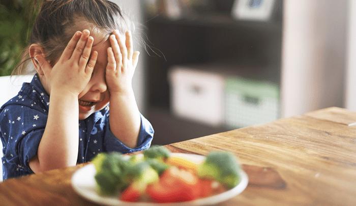Bé không chịu ăn rau: Bố mẹ hãy áp dụng 9 cách đơn giản này!