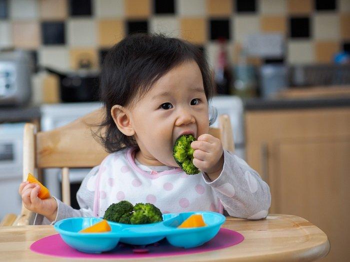 bé không chịu ăn rau