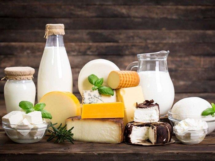 Sữa và các chế phẩm từ sữa cũng là nhóm thực phẩm tăng chiều cao cho bé hiệu quả.