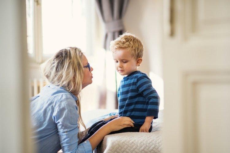 mẹ dạy trẻ tôn trọng cơ thể của người khác và cơ thể của mình