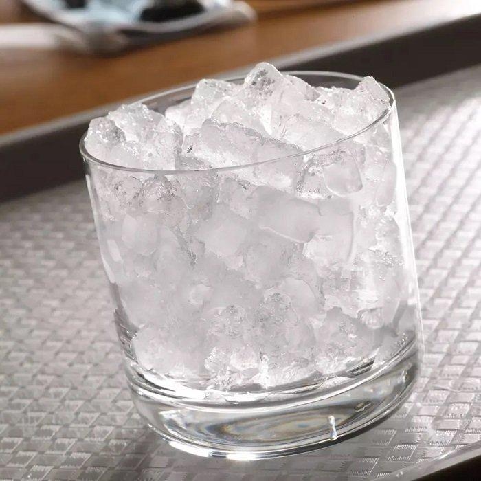 cốc đá lạnh