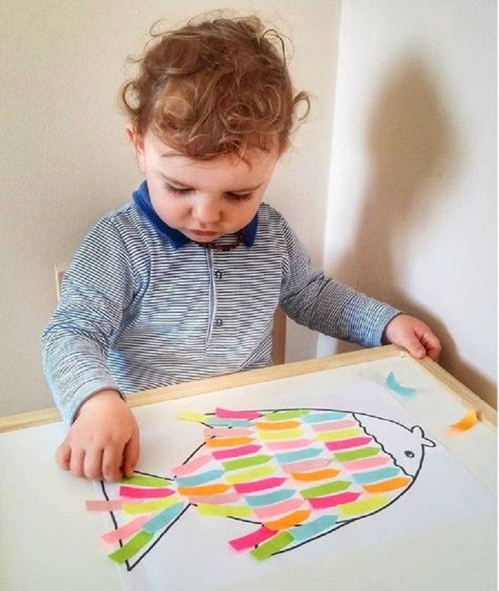 bé vẽ tranh con cá