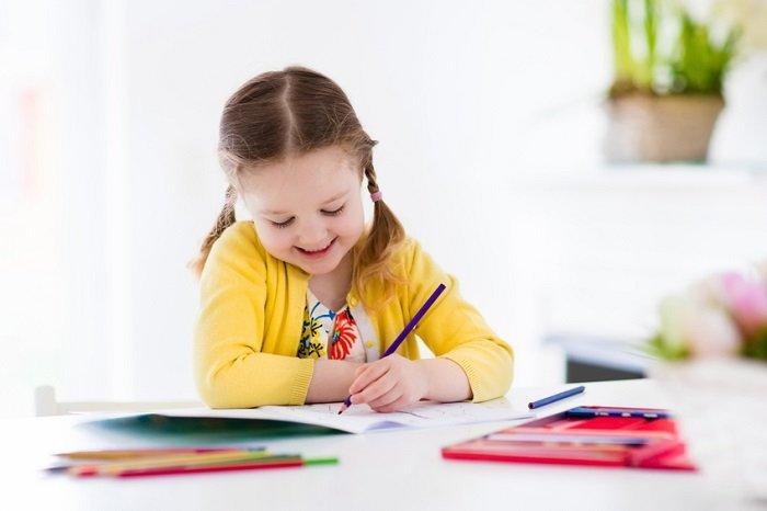 trẻ em thuận tay trái