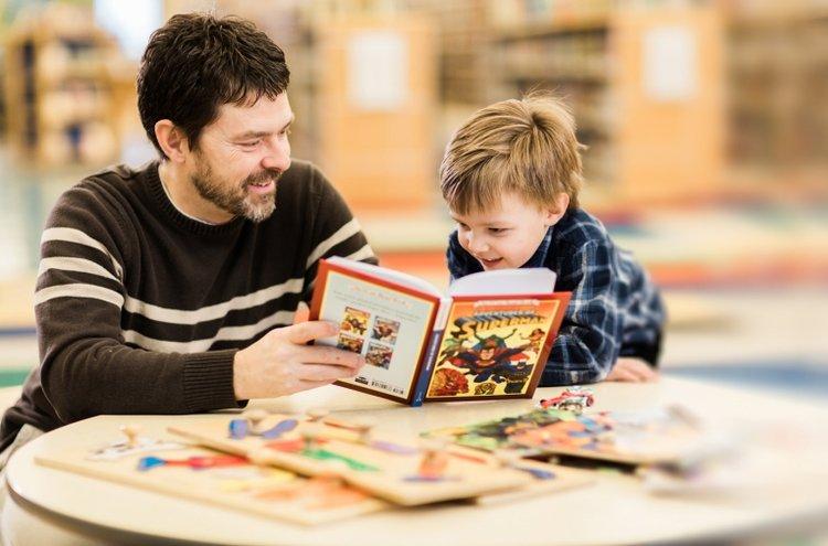 bố kết hợp kể chuyện và dạy bé học toán mẫu giáo