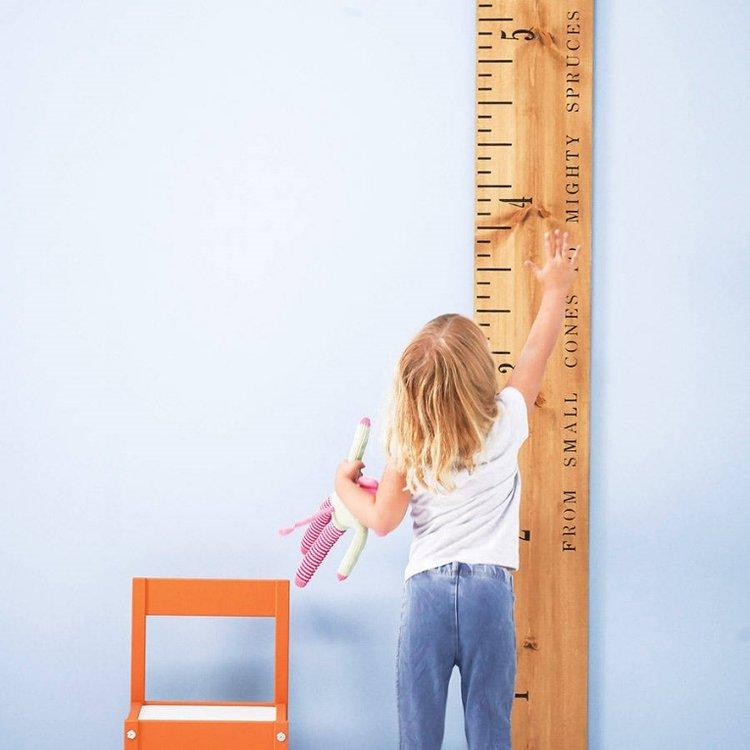 trẻ sử dụng thước đo lường