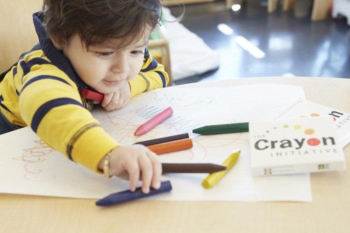 dạy bé tập tô màu