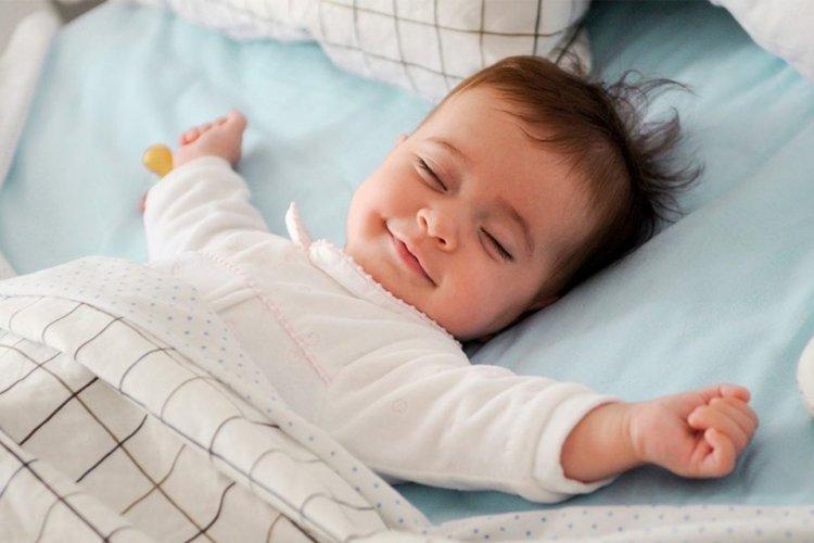 luyện ngủ cho trẻ sơ sinh bị khó ngủ