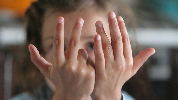 Bé đang tập tính theo Finger Math