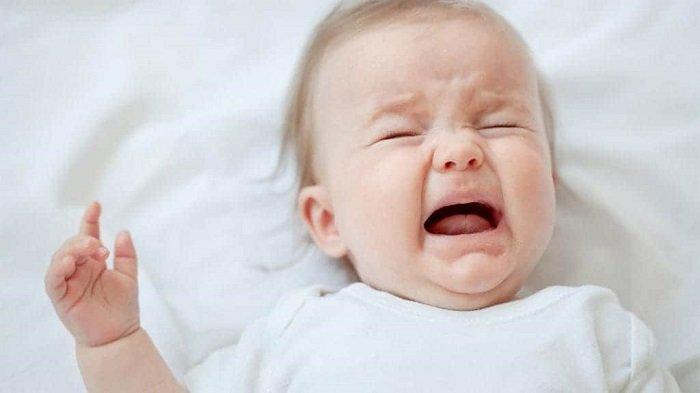 trẻ sơ sinh đột nhiên ngủ ít