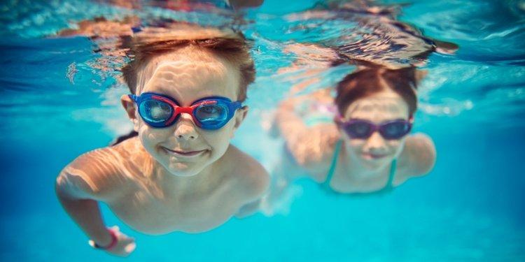 bơi lội là hình thức tập thể dục cho bé hiệu quả