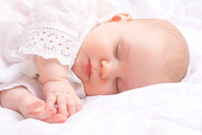 Em bé ngủ riêng.