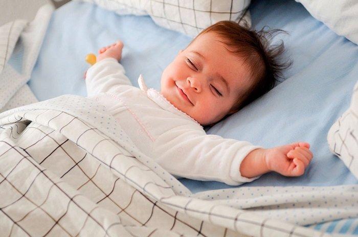 Em bé sẵn sàng ngủ riêng.