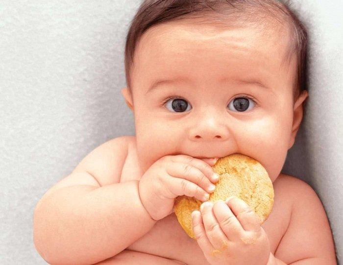 bánh ăn dặm cho bé 4 tháng